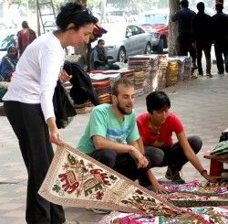 Connaught Place, New Delhi - A Sightseeing Of Janpath Market